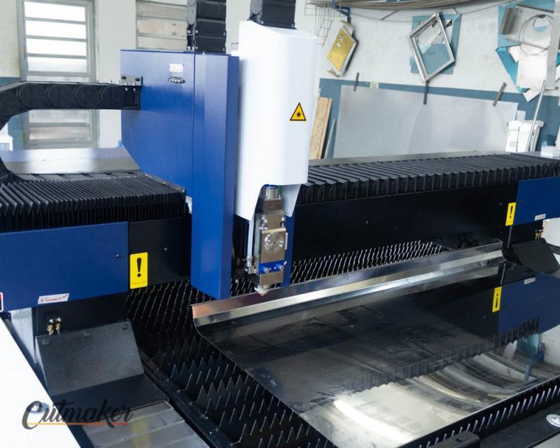 Maquina de corte de chapa de metal
